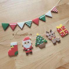 Weihnachtsgirlande - New Ideas Hama Beads Design, Diy Perler Beads, Perler Bead Art, Hama Beads Coasters, Bead Crafts, Diy And Crafts, Christmas Perler Beads, Art Perle, Diy Y Manualidades