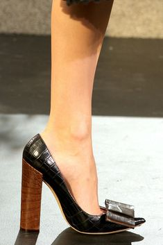 Louis Vuitton Fall shoes - I would so wear these to the office with a killer suit Stilettos, Pumps, Crazy Shoes, Me Too Shoes, Look Fashion, Fashion Shoes, Fall Fashion, Shoe Boots, Shoes Heels