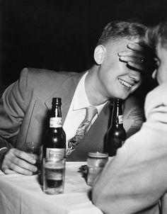 Weegee (Arthur Fellig) - The Bashful One, ☚ Weegee Photography, Old Photography, Street Photography, Mirror Photography, Monochrome Photography, Ukraine, Museums In Nyc, Marcus Black, Urban Life