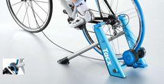Buiten te slecht weer om te gaan fietsen? Met de Tacx Blue Matic Fietstrainer T2650  worden lange duurtrainingen probleemloos gesimuleerd.
