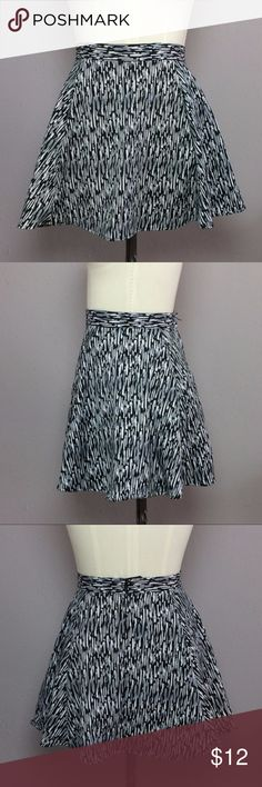 H&M Graphic Print High Waisted Skater Skirt H&M Graphic Print High Waisted Skater Skirt  In excellent condition, invisible back zipper and button closure, structured waist band, slight stretch throughout    Shell 98% Polyester 2% Elastane  Size 4 Laying Flat: Waist 12 in Length 15 in H&M Skirts Circle & Skater