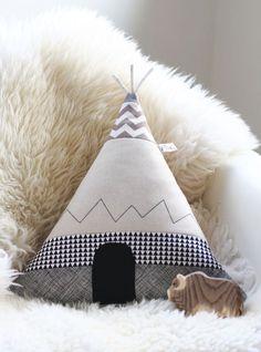 Cushion Covers – Tipi Zelt Kissen Pfiffiges Bison – a unique product by FraeuleinOtten on DaWanda