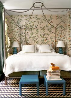 Play with spring motifs to add a touch of whimsy in the bedroom!