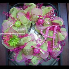 I have been thinking about making a deco mesh wreath for my office door @ work....love this!  I will use hot pink & black