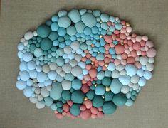 Arte da chilena Serena Garcia Dalla Venezia Art Fibres Textiles, Textile Fiber Art, Home Crafts, Arts And Crafts, Diy Crafts, Sculpture Textile, Fabric Balls, Felt Patterns, Fabric Manipulation