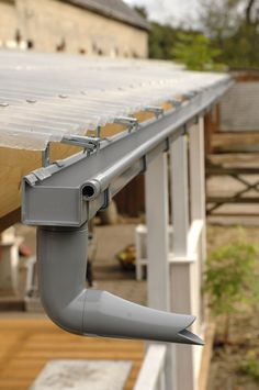 Installation of box roof gutter on veranda roof Patio Pergola, Pergola With Roof, Backyard, Patio Canopy, Box Gutter, Roof Drain, Diy Gutters, Roof Cladding, How To Install Gutters