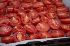 Bunatati de la Oana: Rosii uscate in cuptor, marinate cu oregano si usturoi Shrimp, Beans, Vegetables, Food, Canning, Food And Drinks, Vegetable Recipes, Eten, Veggie Food