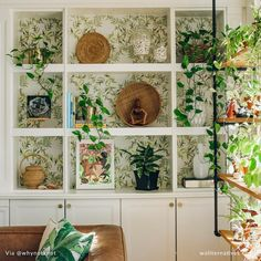 27 Country Cottage Style Kitchen Decor Ideas to Make You Fall in Love with Your Kitchen Again - The Trending House Botanical Bedroom, Botanical Interior, Botanical Decor, Interior Plants, Botanical Kitchen, Wall Decor, Room Decor, Dark Interiors, Do It Yourself Home