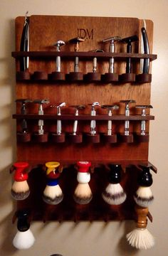 The Deco 16 Safety Razor 10 Brush Wall Hanging Display
