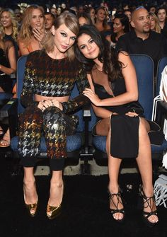 Taylor Swift and Selena Gomez really know how to have girls' nights outs. Taylor Swift Fan Club, Taylor Alison Swift, Most Beautiful Indian Actress, Beautiful Redhead, Selena Gomez Shoes, Selena And Taylor, Emma Watson Sexiest, Young Women Activities, Selena Gomez Pictures