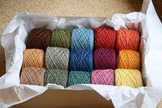 Handgesponnen & -gefärbt - Wollrausch Regenbogen - pflanzengefärbt - - ein Designerstück von Filz_und_Faden bei DaWanda