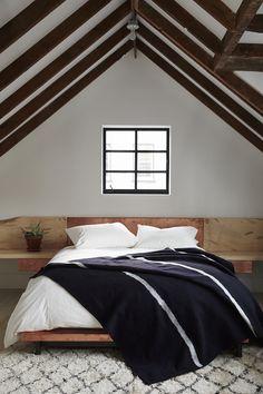 Attic Bedroom - Home Decor Idea Dream Bedroom, Home Bedroom, Bedroom Decor, Bedroom Ideas, Lofted Bedroom, Bedroom Rustic, Striped Bedding, White Bedding, Up House