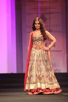 Now you can choose your wedding lehenga according to your body You need not shy away from wearing that perfect lehenga with these expert tips!   http://www.jivaana.com/editorial/Now+you+can+choose+your+wedding+lehenga+according+to+your+body?eid=563c990eb76f9f665c8b456e   Designer   Lehenga   Tips   Dress according to your body type   Bipasha Basu