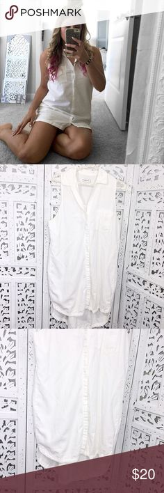 """ABERCROMBIE & FITCH SLEEVELESS BUTTON UP DRESS Super cute and fresh! Sleeveless! Pre-loved! 💕 Great condition. Some signs of wear. Nothing noticeable. Size M. 56% cotton, 44% viscose. Bust: 40"""", waist: 40"""", length (armpit to hem): 23"""".     🎀""""Add to bundle"""" to add more items from my closet or """"Buy"""" to checkout now.  🎀Get to know me! 💗Showing you how to style your looks at www.Queenbeefashionblog.com SUBSCRIBE.   🎀 Let's be friends! Follow me on Instagram @queenbeefashionblog Abercrombie…"""