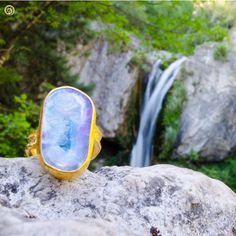Rhodium plated bezel ring with blue agate. by KastoniJewels