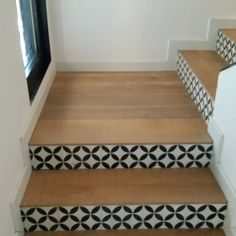 Parquet et carreaux de ciment Upcycled Home Decor, Upcycled Furniture, Home Furniture, Tile Stairs, House Stairs, Floor Design, House Design, Studio Kitchen, Home Decor Inspiration
