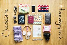 Ich habe euch hier meine ganz persönliche Checkliste fürs Handgepäck auf Reisen zusammen gestellt. Wie macht ihr das? Was nehmt ihr mit?