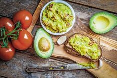 Skinny Guacamole Dip Recipe in your Vitamix Guacamole Dip, Guacamole Recipe Easy, Testosterone Boosting Foods, Cooking Recipes, Healthy Recipes, Brain Food, Spring Recipes, Tortilla Chips, Vegetarian
