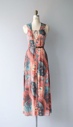 Vintage 1970s John Kloss maxi dress, most likely a nightgown but presents so well as a dress with open tie bodice, unfitted shape and dramatic feather and floral print. Shown with belt that was not original to dress but will be included. --- M E A S U R E M E N T S ---  fits like: small/medium bust: 34-36 waist: up to 32 hip: up to 40 length: 57 brand/maker: John Kloss condition: excellent  ✩ layaway is available for this item  To ensure a good fit, please read the sizing guide…