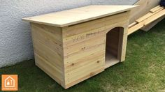 For the comfort of the dog outdoors, nothing like a wooden niche, here's how to make yourself a wooden dog kennel … Source by laura_teinturie Diy Niche Chien, Niche En Palette, Bull Mastiff Dogs, Niche Chat, Wooden Dog Kennels, Large Dog House, Dog House Plans, Cat Enclosure, Outdoor Dog