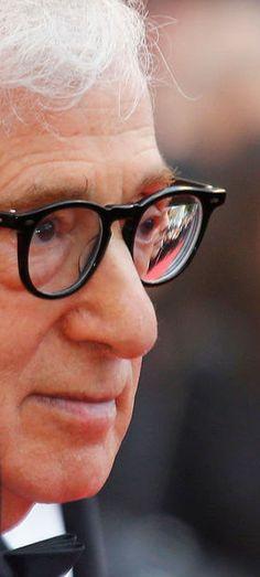 Pour la première soirée du Festival de Cannes, c'est le film «Café Society» de Woody Allen qui ouvre le bal. Une montée des marches haute en couleurs avec sur le tapis rouge toute l'équipe du film : Kristen Stewart, Blake Lively, Jesse Eisenberg et Corey Stoll.