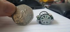 Una Raspberry Pi al mando de este ejército de microrobots #raspberrypi #robots #tecnologia #stem #educacion