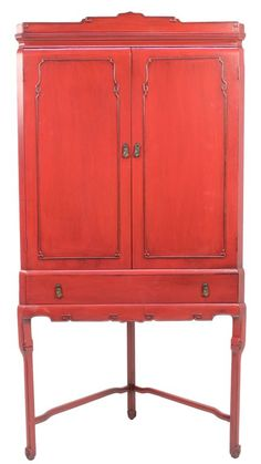 A VINTAGE CHINESE RED LACQUER PAINTED CORNER CABINET : Lot 44