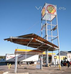 Marquesina y torre, con Superslim y T200 de RMD Kwikform, en gasolinera en León.