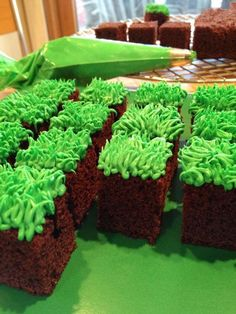 How *I* play Minecraft. :) - Everything About Minecraft Minecraft Birthday Decorations, Diy Minecraft Birthday Party, Zombie Birthday Parties, Zombie Party, Birthday Party Themes, Minecraft Party Food, Bolo Minecraft, Minecraft Cupcakes, How To Play Minecraft