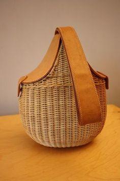 Rare Vintage GUCCI Wicker & Leather Basket Saddle Bag Style Handbag!: