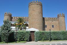 © 2015 Pedro M. Mielgo. Zafra (Badajoz). Palacio de los Duques de Feria. En 1437 comenzaron las obras de su construcción como residencia de Lorenzo II Suárez de Figueroa, Conde de Feria. En 1965 fue convertido en Parador Nacional.