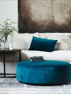 Viyet style inspiration | Living Room | neutral room with pops of deep turquoise