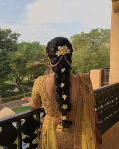 Pretty Braided Hairdo Inspiration for Wedding Ceremonies by Real Brides Bridal Hairstyle Indian Wedding, South Indian Bride Hairstyle, Bridal Hair Buns, Bridal Hairdo, Hairdo Wedding, Long Hair Wedding Styles, Braided Hairstyles For Wedding, Bridal Braids, Wedding Dress