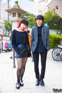 Harajuku duo in minimalist fashion with sweater and leather skirt, button down shirt and coat, black pants, cheetah print creepers and leather boots. Gyaru Fashion, Harajuku Fashion, Kawaii Fashion, Harajuku Style, Japanese Street Fashion, Tokyo Fashion, Japanese Streets, Japanese Outfits, Korean Outfits