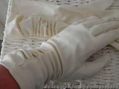 Ladies Cream Gloves from Dent Fownes Size 7 by RETROSCARVESANDTIES, £6.99
