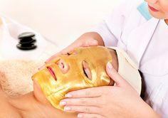 La mascarilla de oro ayuda a mantener la piel joven, sin manchas y radiante.  Beneficios:  Facilita la eliminación de toxinas y desechos Ayuda al drenaje linfático Mejora la circulación sanguínea Aumenta la elasticidad de la piel Acelera la renovación celular Invierte el daño de oxidación y rejuvenece la piel