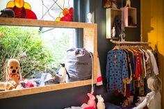 GuapitO! - Spanish accent in a Belgian store. Shop interior, visual merchandising.