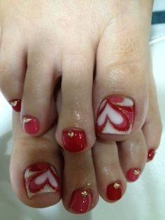 new-valentine-nail-designs-best-simple-diy-home-manicure-trend-idea Pedicure Designs, Pedicure Nail Art, Toe Nail Art, Manicure Tips, Pretty Toe Nails, Love Nails, Fun Nails, Heart Nail Designs, Toe Nail Designs