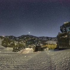 When the lights go out the cats come out! #snowbasinresort #behindthescenes @prinoth_snowgroomers  Photo: @zchcollins