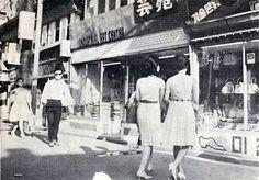1966 Myung dong in Seoul, Korea.  1966년 명동 쇼핑객들