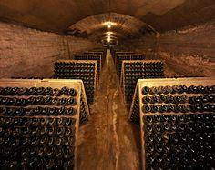 La cava del Gran Claustro, donde se elabora vino desde la Edad Media. Spanish Culture, Tower, Spaces, Drinks, Gallery, World, The World, Spanish Wine, Middle Ages