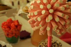 Nos encanta la idea de comer chuches en la hora del baile. Siempre nos sale el niño que llevamos dentro. ¡Qué dulzura de día! Desserts, Wedding, Food, Dancing, Tailgate Desserts, Valentines Day Weddings, Deserts, Essen, Postres