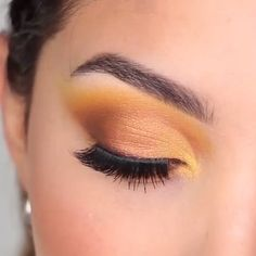 make up tutorial;make up for brown eyes;make up for hazel eyes;make up organization;make up ideas; Eye Makeup Blue, Gold Makeup Looks, Yellow Makeup, Yellow Eyeshadow, Natural Eye Makeup, Eye Makeup Tips, Makeup Videos, Face Makeup, Beauty Makeup