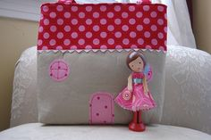This is the little house (bag) the dolls live in.  It is all pink and red to match their dresses  :)  Blogged