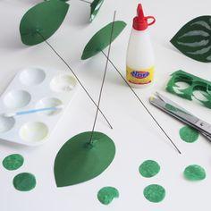 DIY paper plant: watermelon peperomia - The House That Lars Built Paper Flowers Diy, Diy Paper, Paper Art, Diy Fleur, Papier Diy, Paper Plants, Decoration Originale, Kinetic Art, Blog Deco