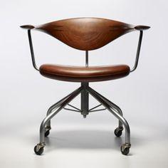 HANS WEGNER     Swivel chair, 1955.