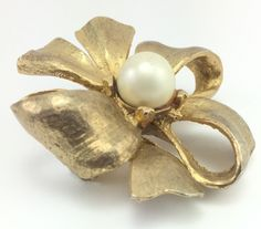 Vintage Gold tone Faux Pearl Bow Pin Brooch