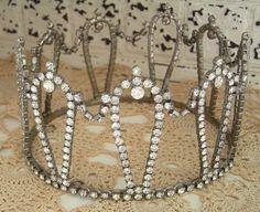 Kinda looks like my grandmothers tiara I'm going to wear
