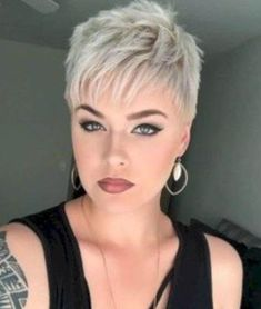 Funky Short Pixie Haircut Long Bangs Ideas 15 For a round face, you can opt for a cute short hairstyle that could increase your girl power. Longer Pixie Haircut, Short Pixie Haircuts, Cute Hairstyles For Short Hair, Curly Hair Styles, Haircut Long, Ladies Hairstyles, Pixie Bangs, Shaggy Pixie, Short Hair Long Bangs