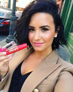 WEBSTA @ ddlovato - #FBF to the first day of summer with @newyorkcolorcan!! ☀️
